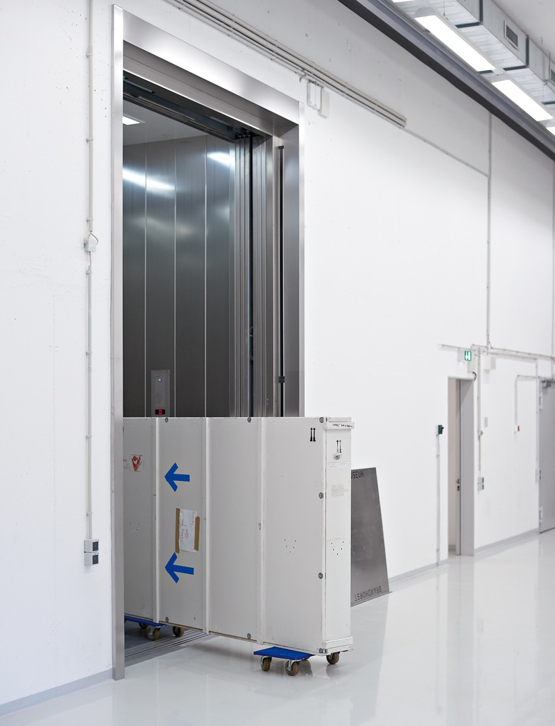 Load and cargo elevators - functional and reliable